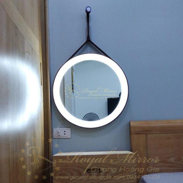 Gương trang điểm LED treo tường cao cấp Hoàng Gia