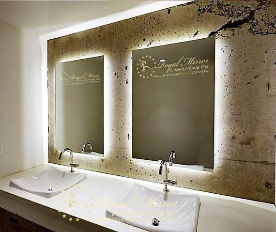 Gương Nhà Tắm Chống Mờ với hệ thống sấy gương tự động vô cùng hữu ích cho bạn