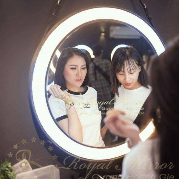 Gương Trang Điểm cao cấp với đèn LED & Dây Da treo GTD-LVS-T60