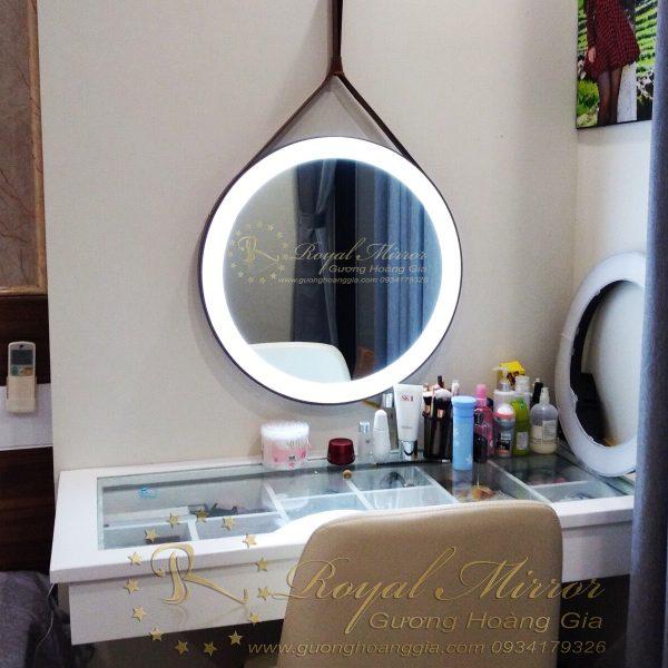 Gương bàn trang điểm đẹp mê ly Hoàng Gia
