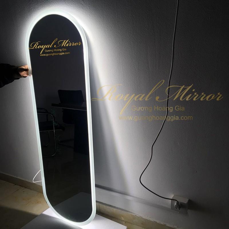 Gương Thử Đồ tích hợp đèn LED siêu sáng với mặt gương Bỉ 5mm bền, đẹp, chống ố mốc là sản phẩm cao cấp không thể thiếu cho không gian thay đồ, thử đồ của bạn