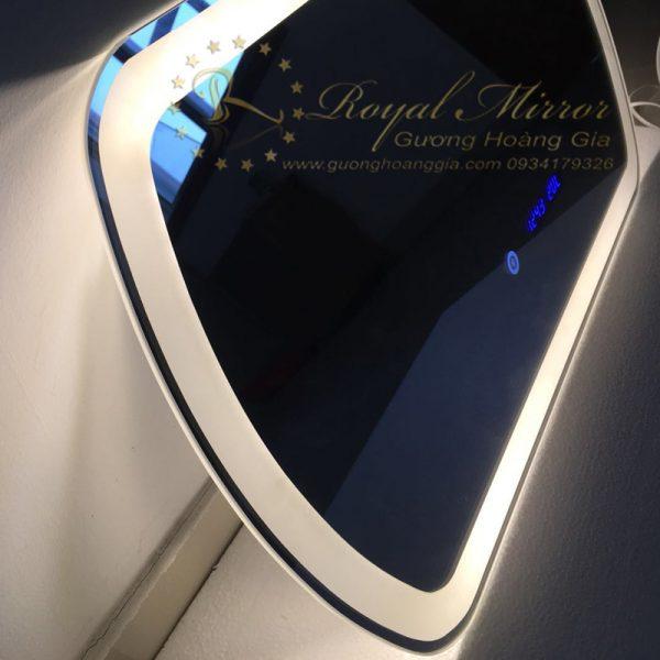 Gương Nội Thất thiết kế tràn viền, tích hợp cảm ứng chạm thông minh, sang trọng