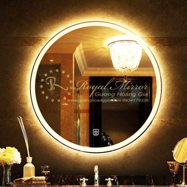 Gương bồn rửa mặt đẳng cấp với đèn LED tích hợp và cảm ứng chạm thông minh