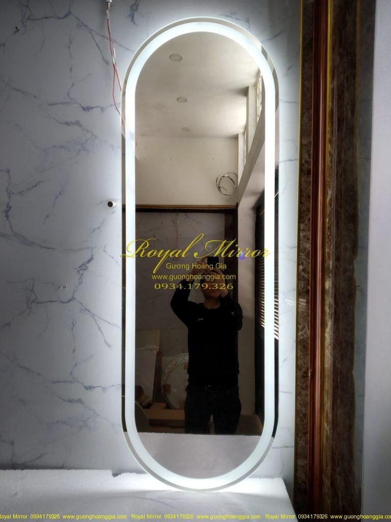 Gương đứng OVAL soi toàn thân đèn cảm ứng thông minh